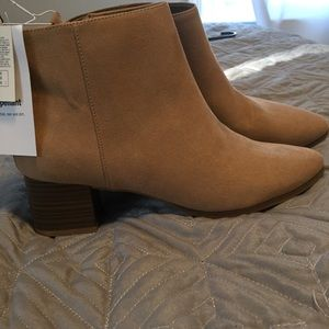 New with tags Old Navy ankle boots